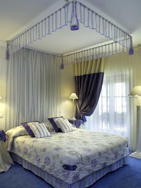 tete de lit barre rideau. Black Bedroom Furniture Sets. Home Design Ideas