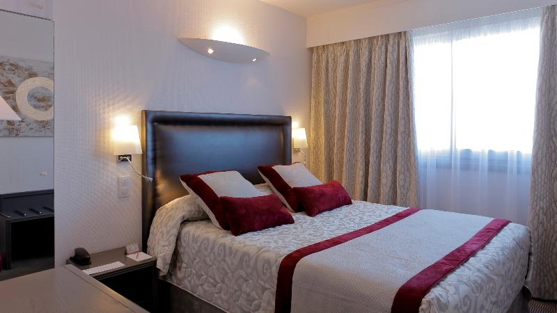 decoration au dessus d un lit decoration au dessus d un lit tableau audessus duun lit le. Black Bedroom Furniture Sets. Home Design Ideas